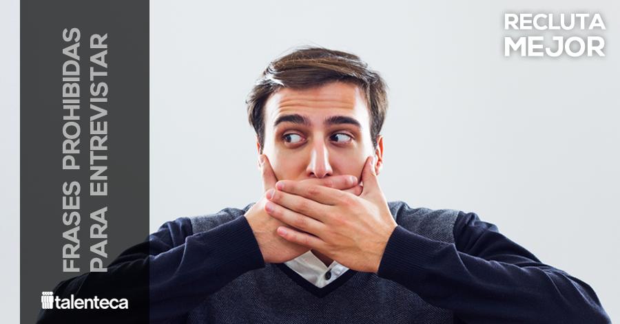 Persona tapándose la boca por decir frases prohibidas durante la entrevista de trabajo
